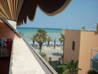 Beautiful Apartment in Martinsicuro with Internet Access, sleeps 4 - Martinsicuro vacation rentals