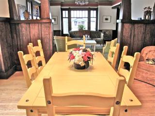 Eclectic Craftsman Artistic Comfort - Tacoma vacation rentals