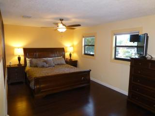 Miami/Fort Lauderdale County Line 8mi to beach - Miramar vacation rentals