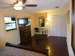 Miami/FtLauderdale Cnty Line Townhouse 8mi 2 beach - Miramar vacation rentals