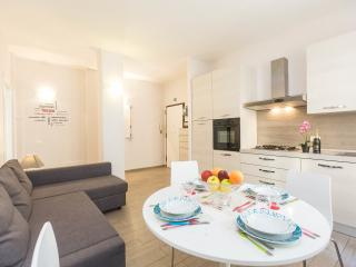 Bright 2 bedroom Rome Apartment with Internet Access - Rome vacation rentals
