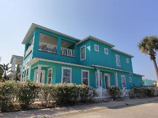 4 bedroom/4 1/2 bath home! In town with 2 community pools! - Port Aransas vacation rentals