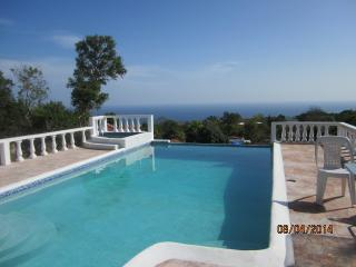 Beautiful Santai Villa hibiscus - 3 bedrooms - Runaway Bay vacation rentals