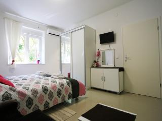 Central Square Apartment - garden view - Zadar vacation rentals