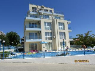 Cozy 2 bedroom Golden Sands Condo with Internet Access - Golden Sands vacation rentals