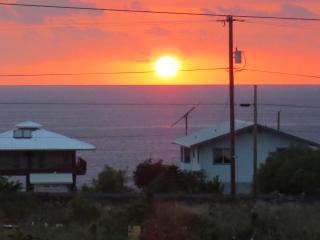 Fantastic Sunsets at Makai Hideaway - Milolii vacation rentals
