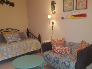 THE FLORIDA HOUSE (1 bedroom 1 bath full kitchen) - Pompano Beach vacation rentals