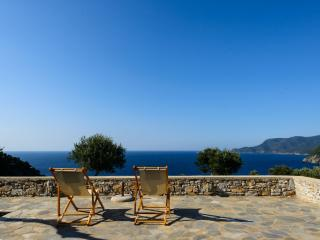 Comfortable 2 bedroom Alonnisos Town Chalet with Balcony - Alonnisos Town vacation rentals