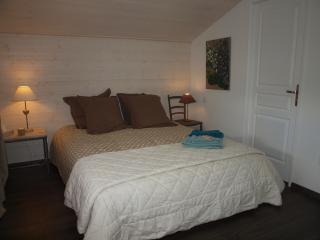 """chambre  """"sous le figuier"""" suite 4 pers piscine - Rieumes vacation rentals"""