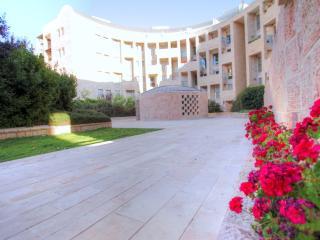 THE CROWN OF DAVID SUITE - 136 sqm. 3.5BR/2.5BATH - Jerusalem vacation rentals