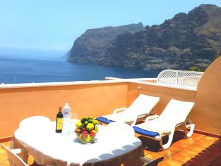 SUPERB APARTMENT WITH LUXURY TERRACE. UNIT 1 - Acantilado de los Gigantes vacation rentals