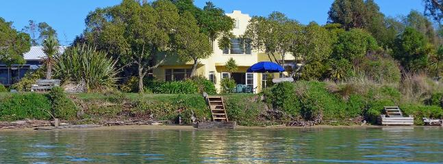 Camelot Island Retreat - Best Island Nelson Holiday Home - Richmond vacation rentals