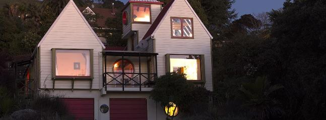 Atawhai Holiday House - Ian Athfield Architectural Delight! - Nelson vacation rentals