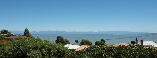 Brooklands Holiday Home in Nelson's Seaside suburb of Atawhai! - Nelson vacation rentals