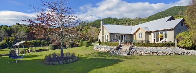 Hillside Retreat Richmond Holiday Home with Country Outlook! - Richmond vacation rentals