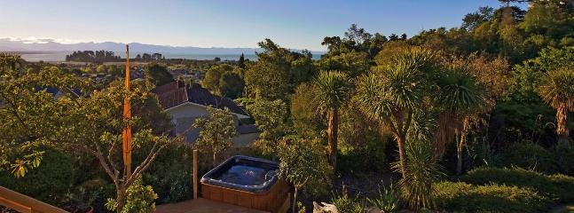 Tahuna Views Holiday Home Nelson - Walk to Beach & Spa Pool! - Nelson vacation rentals