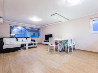 Jere, 2BR (4+2) apartment near main bus station - Zadar vacation rentals