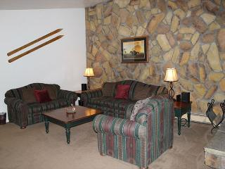 Quaint One Bedroom Condo on Lake Dillon with Views and Clubhouse access - Dillon vacation rentals