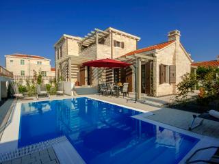 Lovely 3 bedroom Villa in Liznjan - Liznjan vacation rentals