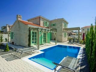 3 bedroom Villa with Internet Access in Liznjan - Liznjan vacation rentals