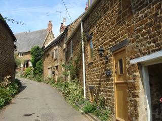 Romantic Cottage with Period Features on the Edge of the Cotswolds - Swalcliffe vacation rentals