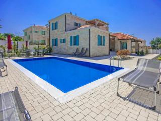 4 bedroom Villa with Internet Access in Liznjan - Liznjan vacation rentals