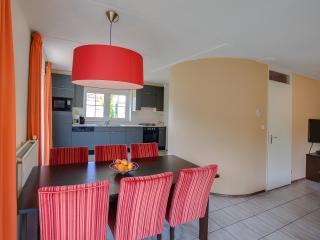 Beautiful 3 bedroom Hellevoetsluis Cottage with Internet Access - Hellevoetsluis vacation rentals
