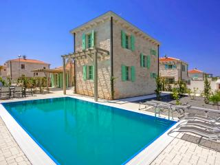 Bright Villa with Internet Access and A/C - Liznjan vacation rentals