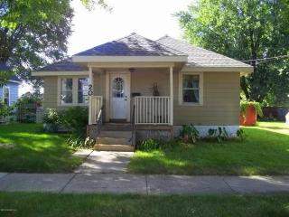 Silver Lake House - Charming home only 2 Miles from Downtown Rochester and Mayo Clinic - Rochester vacation rentals