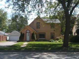 Aster House - 4 Bedroom 1.5 Bathroom; 2 miles from Mayo Clinic - Rochester vacation rentals
