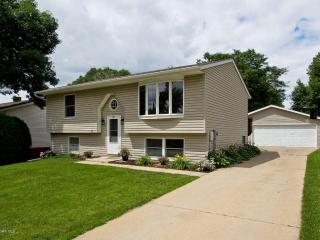 Lily House - 4 bedroom 2 bath; 4 miles from Mayo Clinic - Rochester vacation rentals