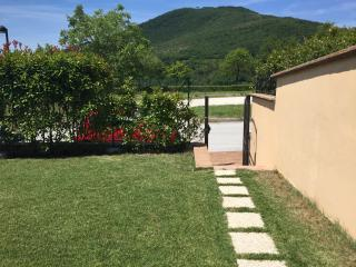 Relax: hills, shared pool and big private garden - Genga vacation rentals
