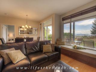 Pacific Tide Beach House - Ocean View!! - Parksville vacation rentals