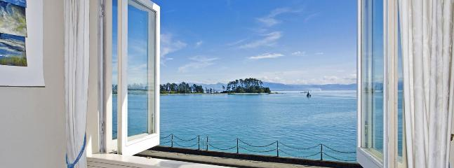 Captain's Cottage Nelson Waterfront Holiday Home - Nelson vacation rentals