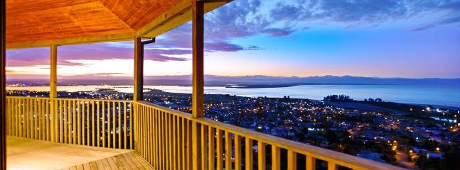 Tasman Vista Nelson Holiday Home with Panoramic Views over the Bay! - Tahunanui vacation rentals
