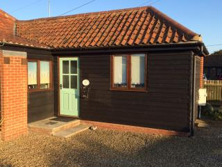 Rowena Cottage in the seaside village of Bacton - Bacton vacation rentals