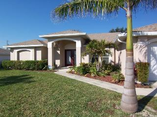 Paradiso - Cape Coral 3b/2ba Offwater Home, Electric Heated Pool, Nicely Furnished, HS Internet, - Cape Coral vacation rentals