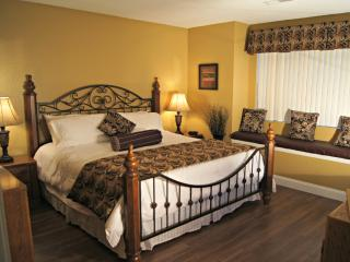 "Gorgeous Condo  Near ""The Strip""-Bubble Tub- 2 Kings- Golf View  ( 4-2) - Branson vacation rentals"