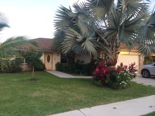 Quaint home minutes to EVERYTHING! - Jupiter vacation rentals