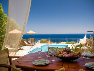 Adorable Villa in Agios Nikolaos with A/C, sleeps 6 - Agios Nikolaos vacation rentals