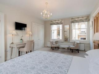 The Old Rectory Townhouse Centre of Bath Sleeps 8 - Bath vacation rentals