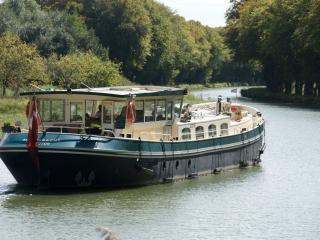 Barge ASLAUG, starboard cabin on new-built barge - Corbie vacation rentals