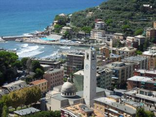 Nice Townhouse with Short Breaks Allowed and Elevator Access - Recco vacation rentals