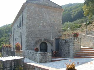 Cozy 3 bedroom Farmhouse Barn in Faicchio - Faicchio vacation rentals
