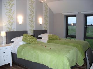 Beautiful 1 bedroom Vaux-sur-Sure Bed and Breakfast with Internet Access - Vaux-sur-Sure vacation rentals