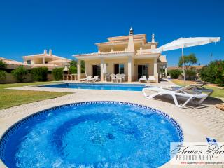3 Bedroom Private Villa with Pool - With FREE Wifi - Guia vacation rentals