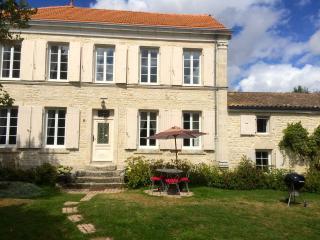 Gîte et chambres d'hôtes à 20 min de la Rochelle - Landrais vacation rentals
