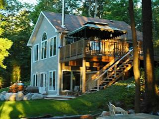 Beautiful Cottage with Deck and Internet Access - Ottawa vacation rentals