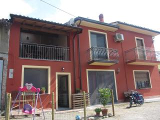 Nice Townhouse with Internet Access and A/C - Canneto Pavese vacation rentals
