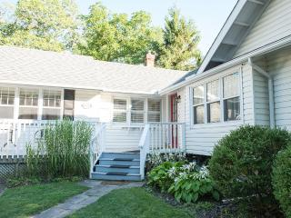 parks,shopping, dining,golf, theatre at door step! - Niagara-on-the-Lake vacation rentals